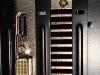 zadné konektory grafickej karty v pc skrinke